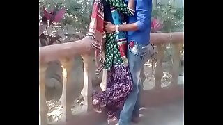 desi teen smooching in park